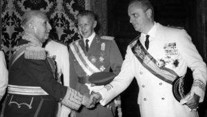 Manuel Fraga saluda a Franco en 1972